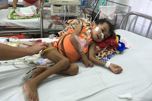 Gia Lai: Con nằm cấp cứu mẹ chỉ còn 500 ngàn đồng