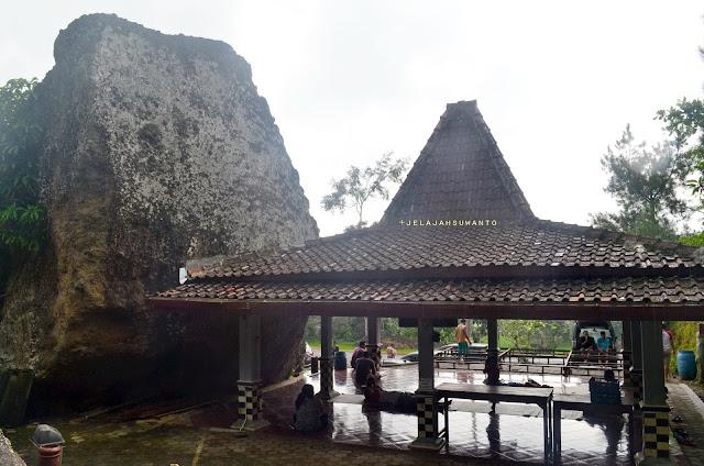 Pendopo, salah satu fasilitas wisata gunung api Nglanggeran  ©Jelajahsuwanto