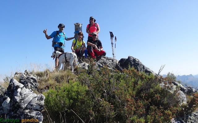 Celebrando la cima en el Pico Cáscaros