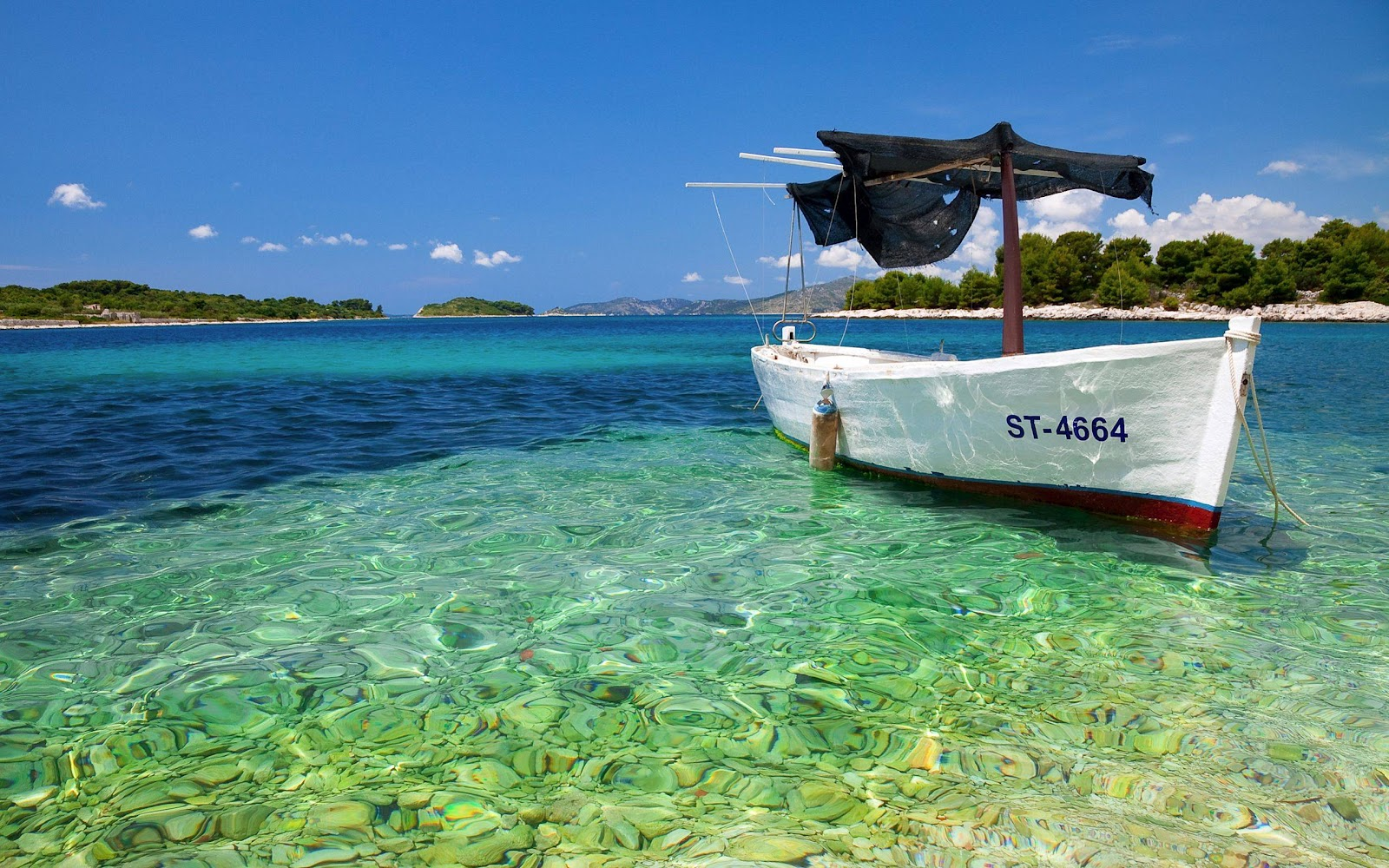 Desktop Tropical Beach With Boat