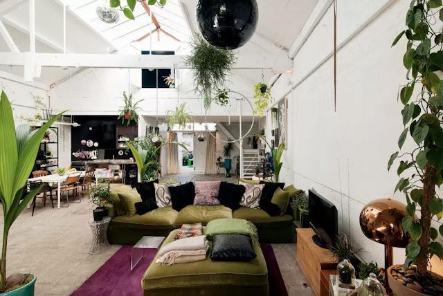 Las plantas toman el control en este bonito loft londinense