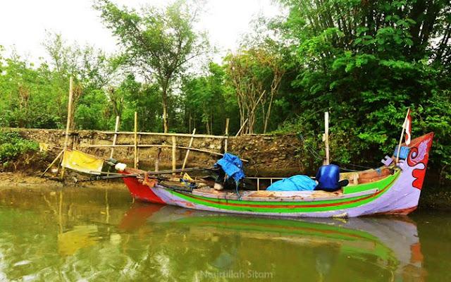 Sisa-sisa tanggul galangan kapal di sungai Dasun