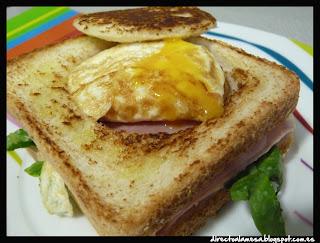 http://directoalamesa.blogspot.com.es/2013/11/sandwich-mixto.html
