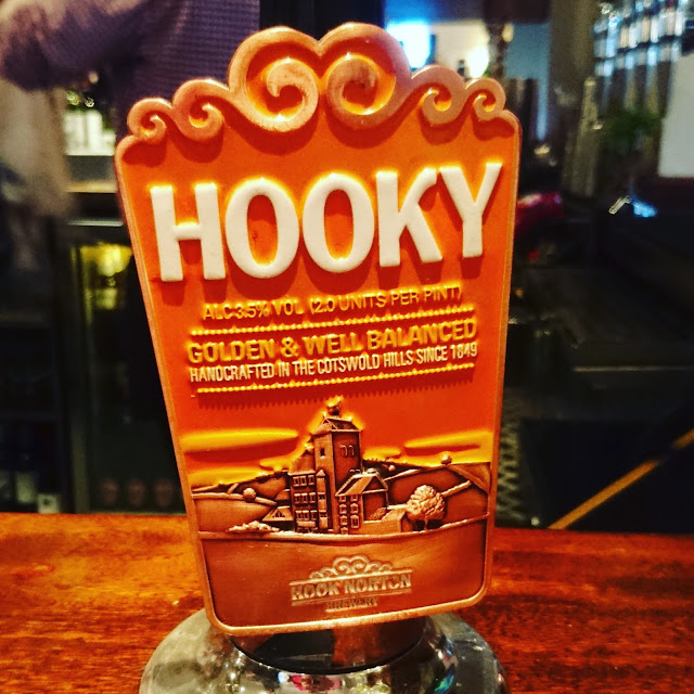 Oxfordshire Craft Beer Review: Hooky from Hook Norton real ale pump clip