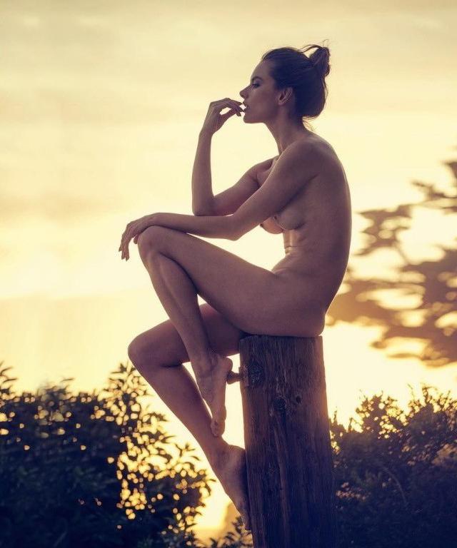 Alessandra Ambrosio desnuda - FARANDULA INTERNACIONAL - PAREJAS DISPAREJAS