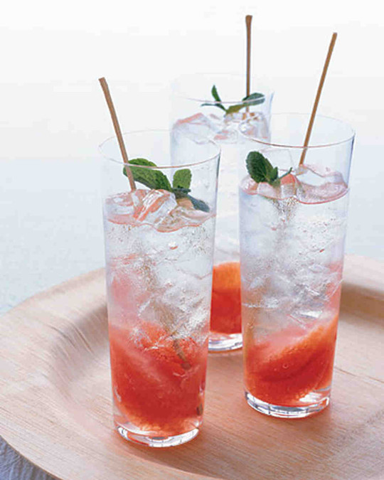 Grapefruit and Mint Mojito cocktails for bridal shower