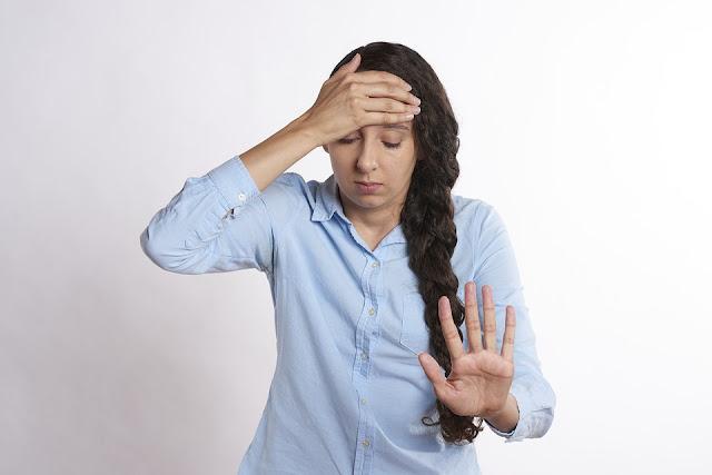 ¿El estrés puede causar dolores de cabeza? Cómo aliviar los dolores de cabeza por estrés