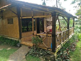 Rumah bambu Villa Rosomulyo Sentul