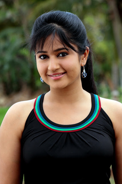 Tamil hot actress Poonam Bajwa