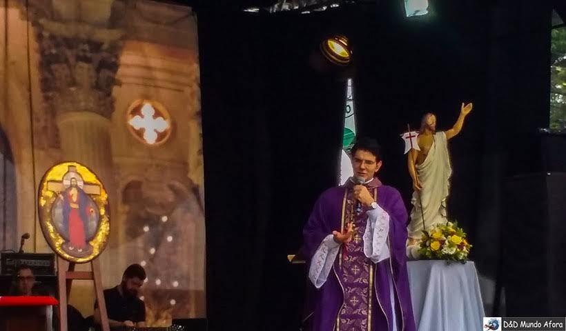 Missa de finados com o Padre Reginaldo Manzotti em Curitiba