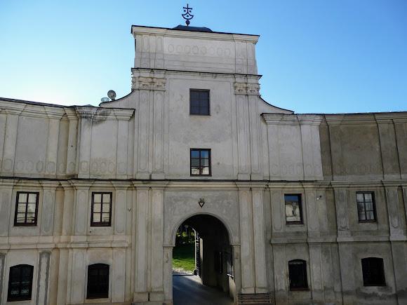 Бердичів. Фортеця-монастир Ордена Босих Кармелітів. Центральний вхід
