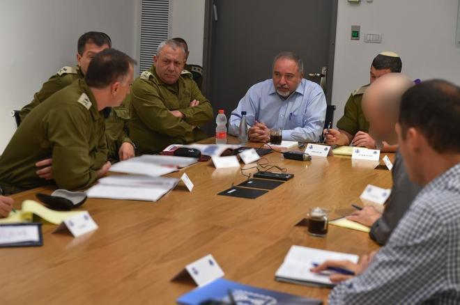 Gencatan Senjata Disepakati di Gaza, Menhan Israel Mundur