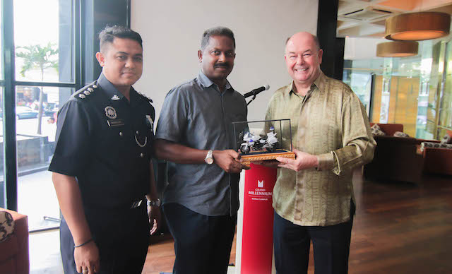 From Left, ASP Mohd Hasbullah Bin Saidin & ASP Mohd Taufq Bin Abdullah from Jabatan Siasatan Penguatkuasaan Trafik KL and Peter D. Gibbons, General Manager of GMKL