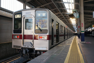 和光市駅停車中の東武鉄道10030系11031F