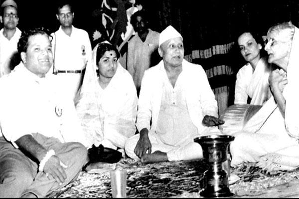 लता ,वसंत देसाई, बिस्मिल्ला खान, बेगम अख्तर और अंजनिबाई मालपेकर के साथ
