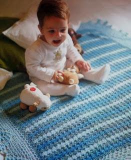 http://patrones-asgaya.blogspot.com.es/2012/11/manta-crochet-para-bebe.html