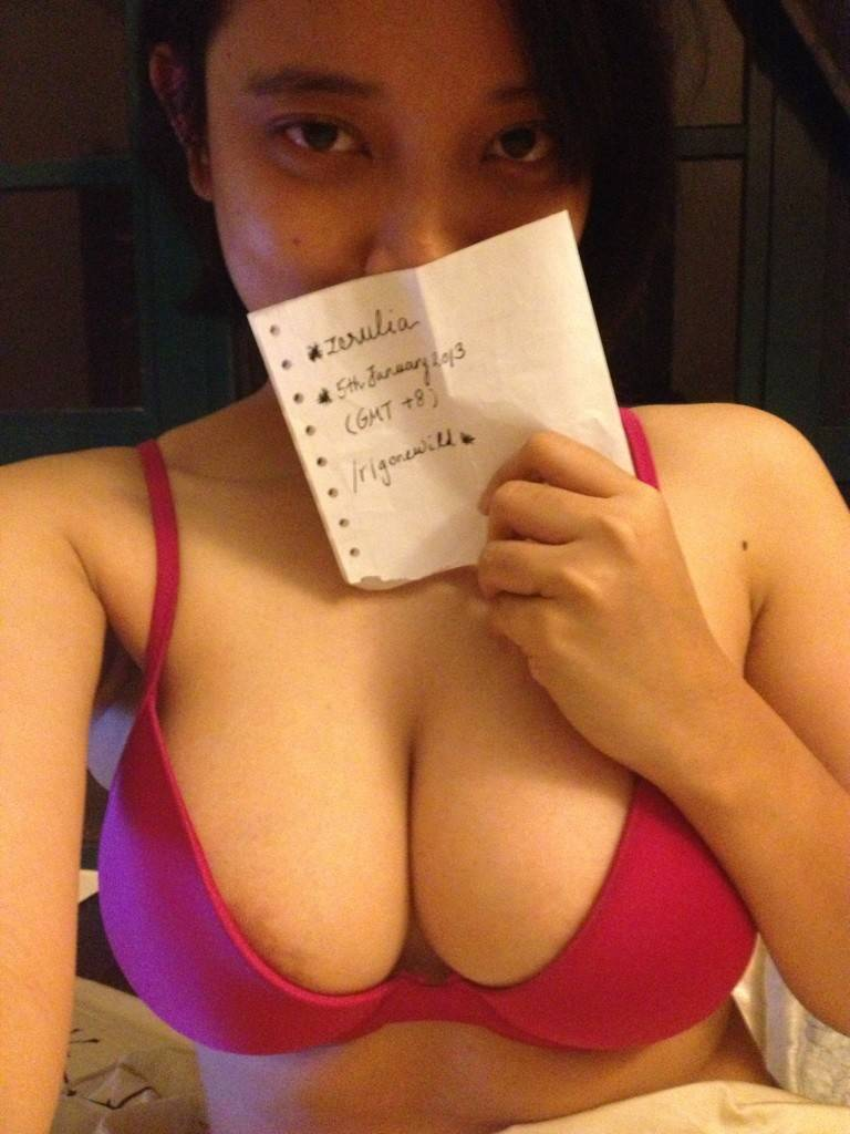 foto bugil mahasiswi bahenol toket gede suka selfie di depan kaca sambil telanjang,cewek cantik tubuh telanjang bohay payudara gede