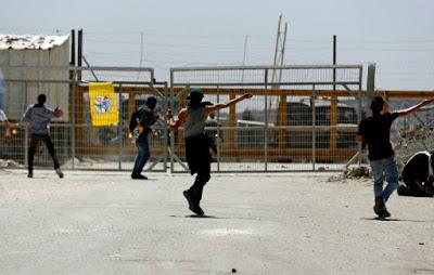 Heurts entre Palestiniens et forces d'occupation devant la prison d'Ofer en Cisjordanie occupée dans - DATE A RETENIR a1