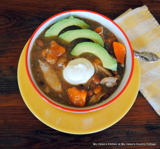 Slow Cooker Salsa Verde Chicken Chili