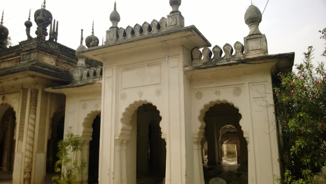 Great artistic work on walls on the paigah tombs