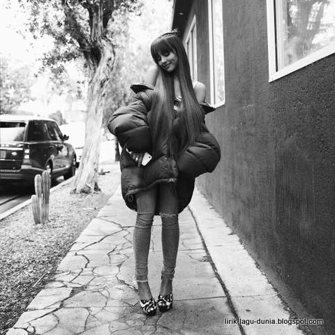 Ariana Grande - instagram 2017