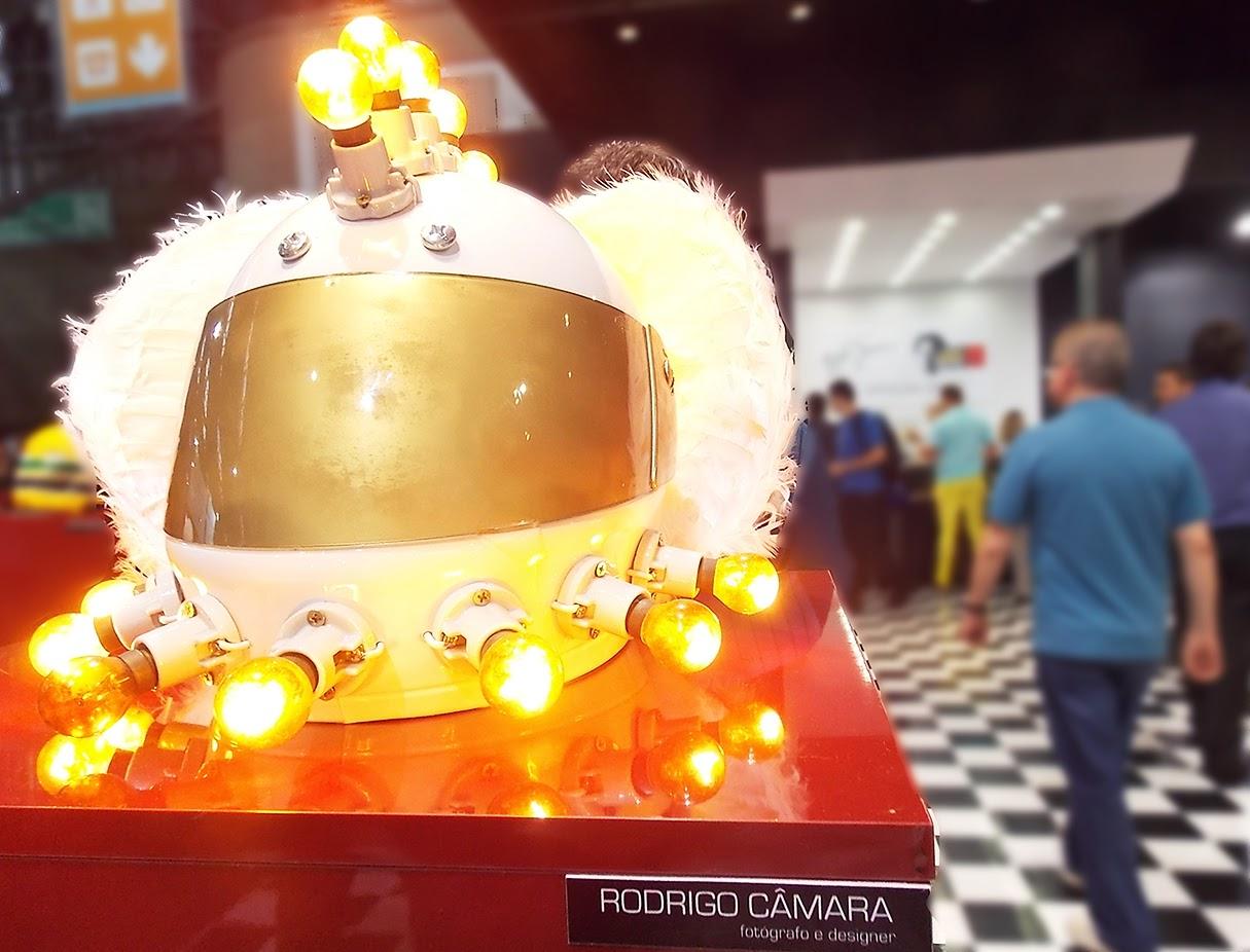 capacete feito por Rodrigo Câmara em homenagem a Ayrton Senna