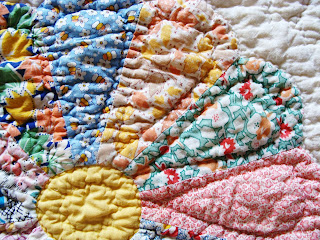 Vintage Dresden Plate Quilt made of Feedsacks