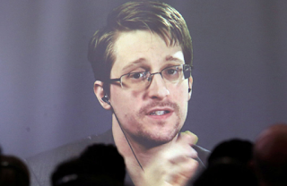 Russia Contemplates Returning Snowden As 'Gift' To Trump