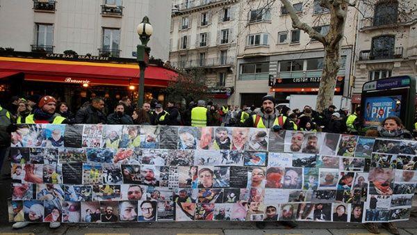 Chalecos amarillos protestan en Francia contra violencia policial