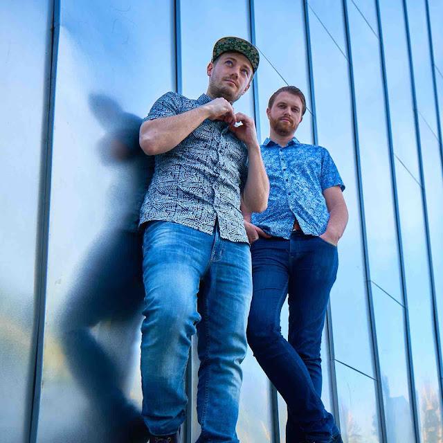 """Le duo electro Esofact est de retour avec un nouveau single """"Blocks"""" qui laisse entrevoir la sortie d'un nouvel EP."""