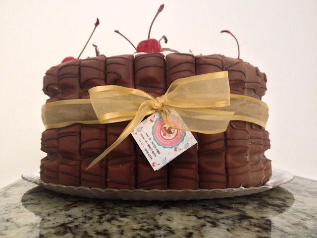 Um bolo lindo e delcioso, com a marca Doce Incasa, criada por Paula Mello