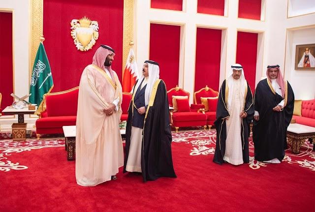 بن سلمان يصل #البحرين وملك البحرين يستقبله