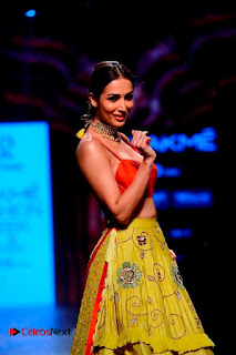 Bollywood Actress Malaika Arora Khan Walks on Ramp at LFW Summer 2017  0017.jpg