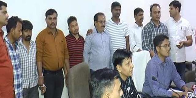 ALIRAJPUR: बच्चों को बेचता था प्रतिष्ठित व्यापारी, स्टिंग आॅपरेशन में पकड़ा | MP NEWS