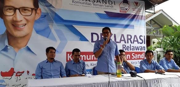 Sandiaga: Tak Masuk Akal Kami Cetak Poster 'Raja Jokowi'