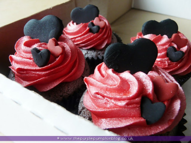 Black, Red & White Heart Wedding Cupcakes | The Purple Pumpkin Blog