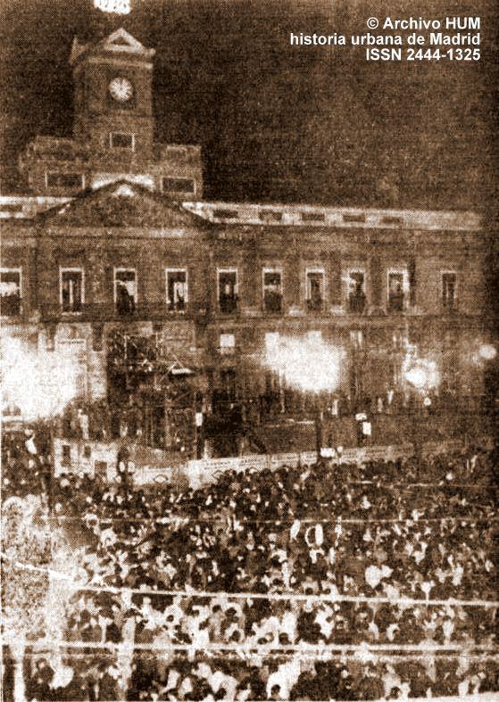 Historia urbana de madrid fototeca recibiendo el a o en for Puerta del sol historia