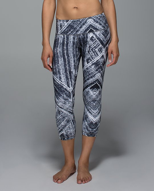 lululemon-heat-wave wunder-under-crop