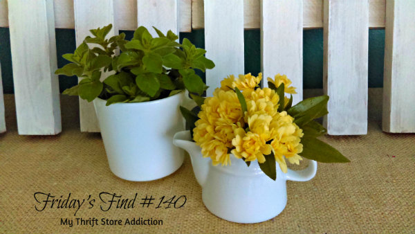 Friday's Find #140 mythriftstoreaddiction.blogspot.com This week's fab finds including these vintage ironstone pitchers perfect for spring garden blooms!