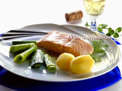 Salmão na manteiga com batata e alho-poró