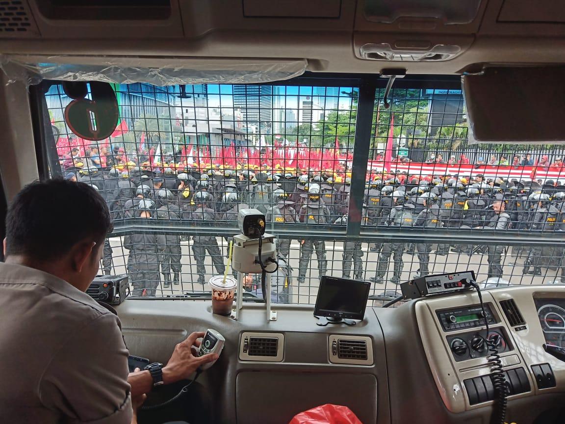 Hari Buruh di Bandung Ricuh, Polisi Lakukan Kekerasan kepada Jurnalis