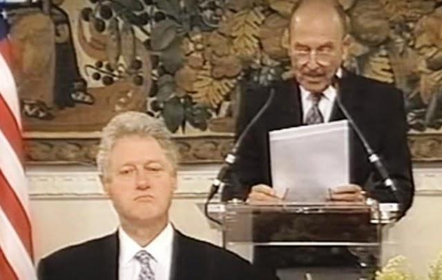 Ήταν 19 Νοεμβρίου του 1999 όταν ο Κωστής Στεφανόπουλος στο γεύμα προς τον Κλίντον εκφώνησε τον πύρινο λόγο που ενόχλησε τον Αμερικανό Πρόεδρο... (βίντεο)
