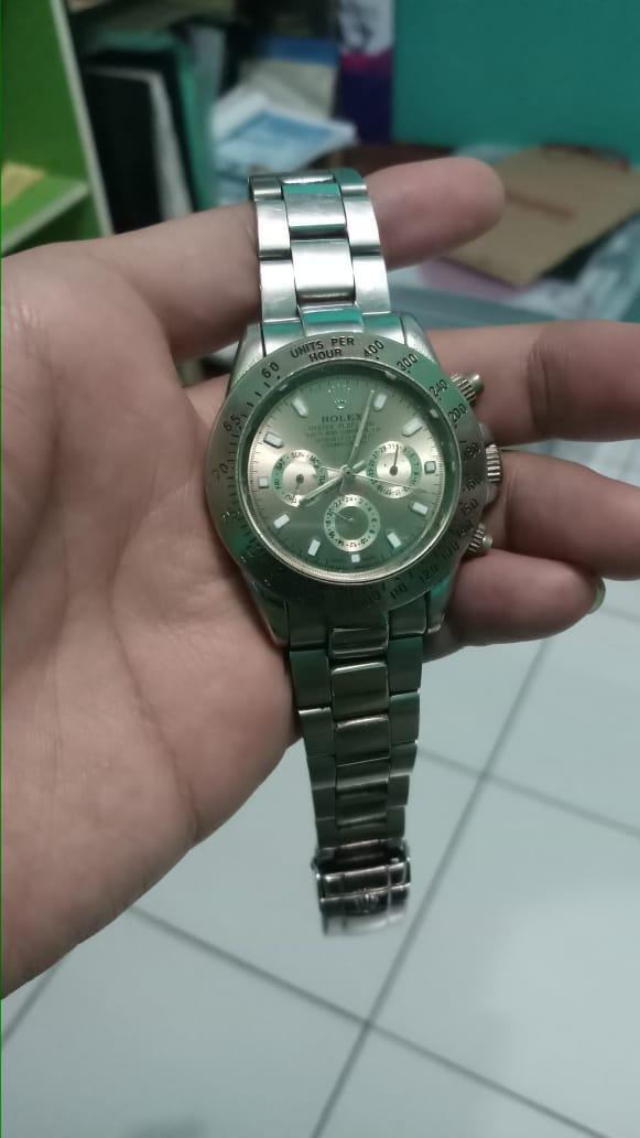 Pake Jam Tangan Branded  Rolex b9b3f3de19