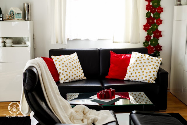 weihnachtlich dekoriertes Wohnzimmer in rot weiss gold - Blog Topfgartenwelt