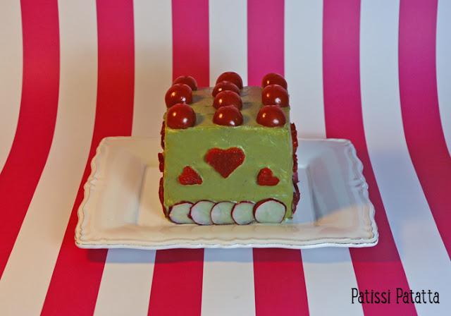 sandwich cake au surimi et avocat, gâteau au surimi, food design, comment faire un sandwich cake, beau et bon, surimi pour les fêtes, le plus beau des sandwich, surimi et avocat, gâteau salé, sandwich suédois, sandwich gâteau