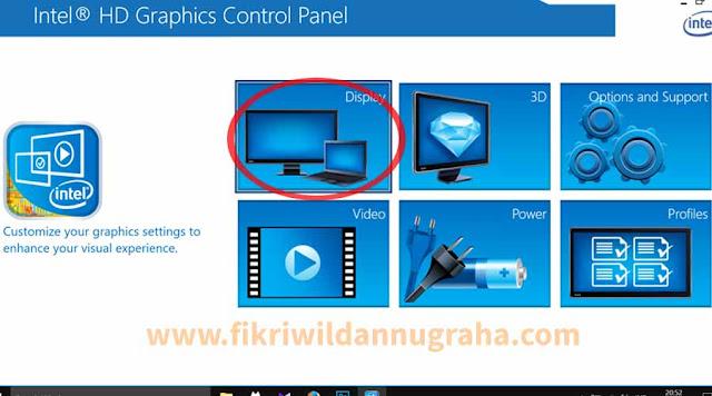 Cara Layar TV HDMI Terpotong Tidak Full mengatasi permasalahan tampilan koneksi kabel monitor LED LCD supaya fullscreen tutorial setting resolusi terlalu kecil besar laptop intel film bluray sambung zoom gambar offset AMD