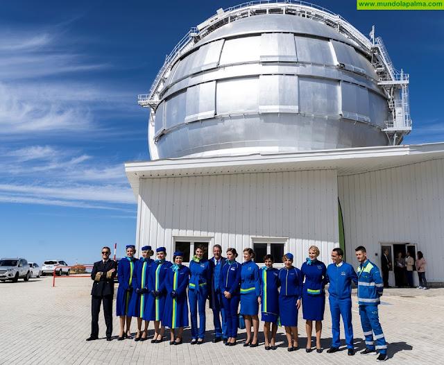 Binter presenta en el GRANTECAN sus nuevos uniformes inspirados en el cielo de Canarias