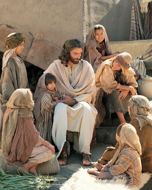 Resultado de imagen para JESUCRISTO CORONADO  EN LA GLORIA