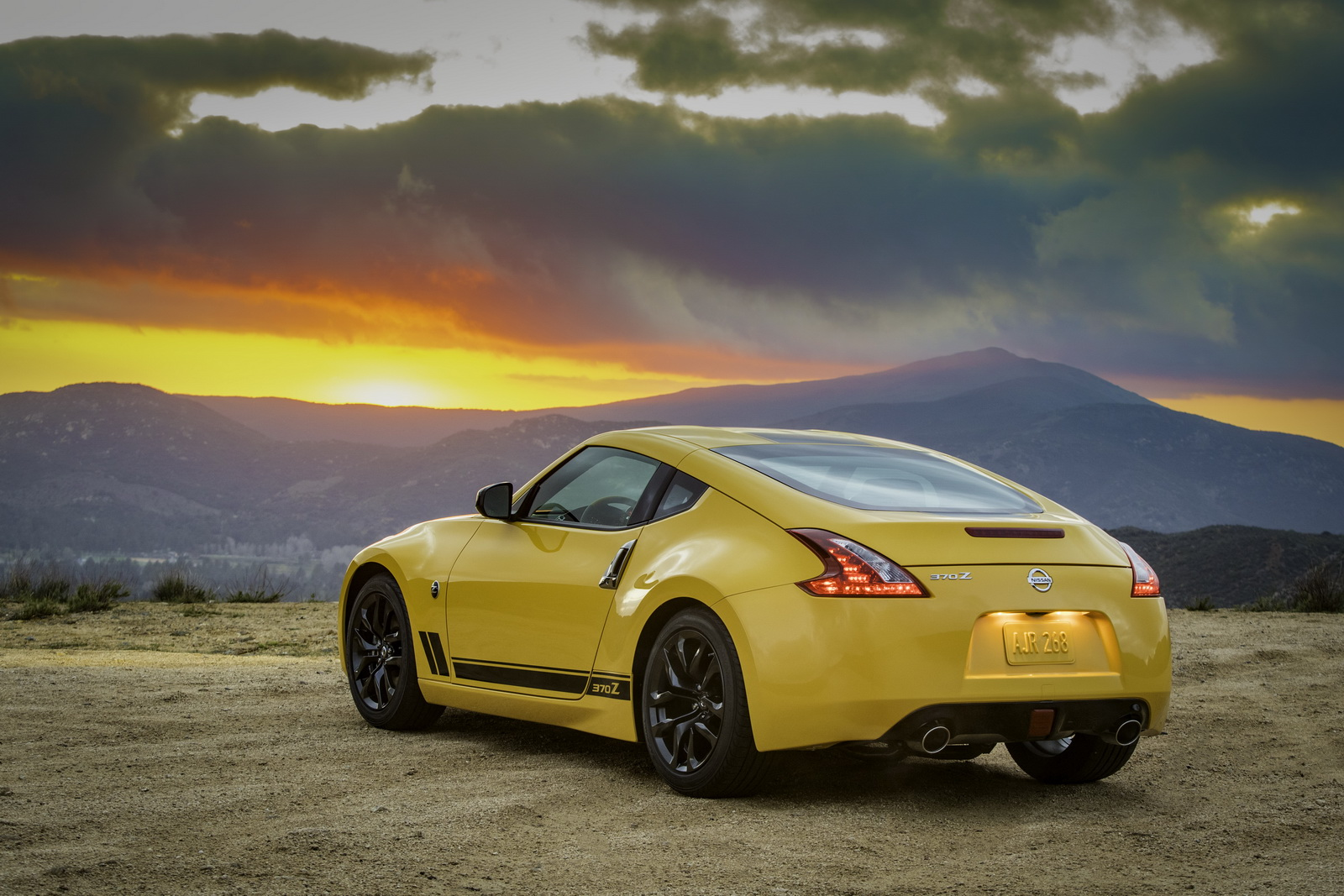 2018 nissan 370z coupe priced from 29 900 nismo from 45 690. Black Bedroom Furniture Sets. Home Design Ideas