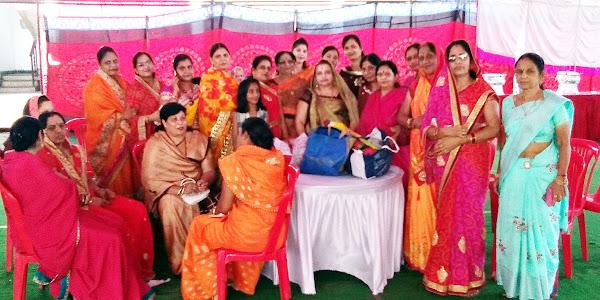 नगर के विभिन्न समाजों की महिलाओं ने सामुहिक वत्स द्वादशी का पर्व उद्यापन किया